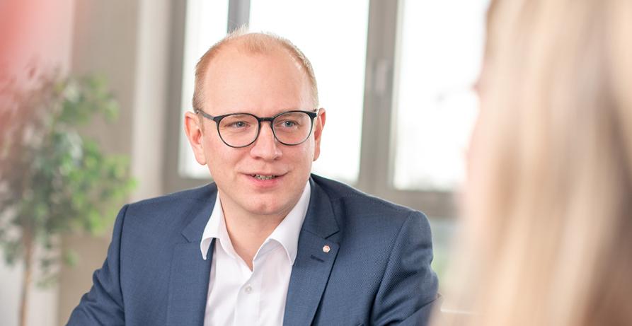 {f:if(condition:'Thomas Veismann ist alleiniger Geschäftsführer von GIGANT!=', then:'Thomas Veismann ist alleiniger Geschäftsführer von GIGANT', else: 'Thomas Veismann ist Geschäftsführer\')